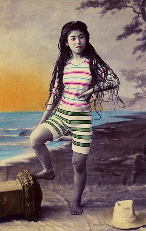Lạ lẫm ngắm nàng geisha xưa mặc áo tắm - 1