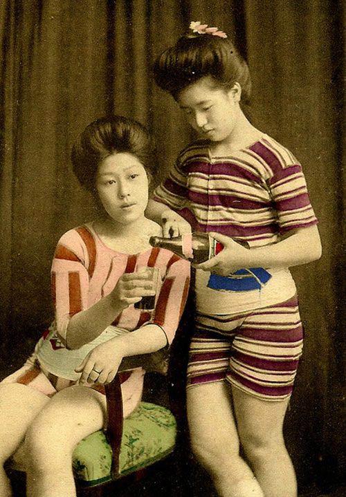 Lạ lẫm ngắm nàng geisha xưa mặc áo tắm - 13