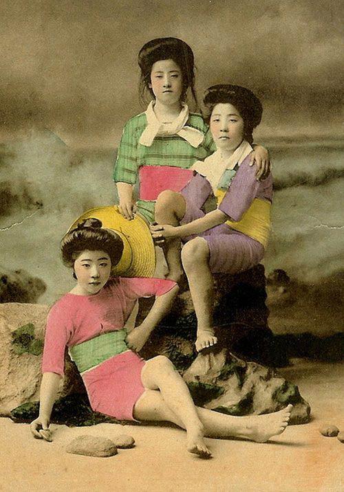 Lạ lẫm ngắm nàng geisha xưa mặc áo tắm - 14