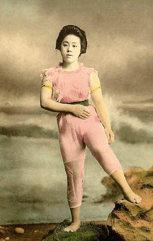 Lạ lẫm ngắm nàng geisha xưa mặc áo tắm - 2