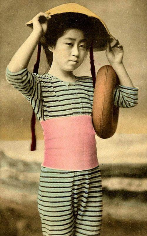 Lạ lẫm ngắm nàng geisha xưa mặc áo tắm - 3