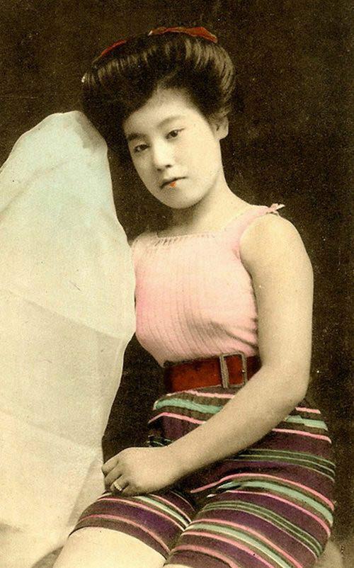 Lạ lẫm ngắm nàng geisha xưa mặc áo tắm - 4