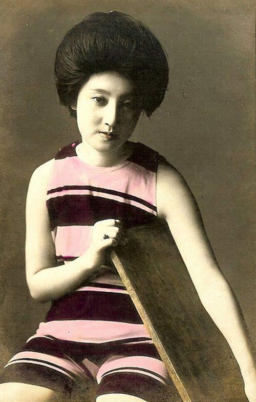 Lạ lẫm ngắm nàng geisha xưa mặc áo tắm - 10