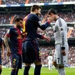 """Bóng đá - Ronaldo """"hành hạ"""" hàng thủ Barca"""
