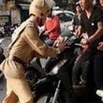 An ninh Xã hội - Đâm thẳng xe khiến một cảnh sát nhập viện