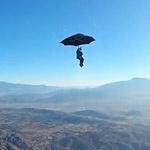 Phi thường - kỳ quặc - Nhảy dù với một chiếc ô thật sự