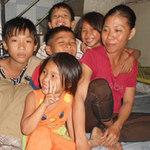 Tin tức trong ngày - Gia đình sống bằng nghề... nhặt đinh