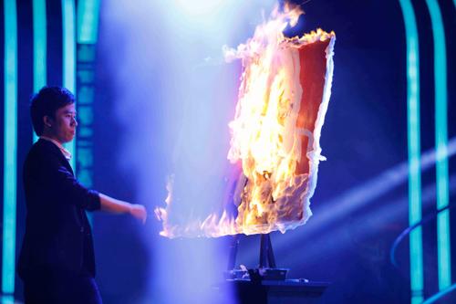 Thí sinh đốt lửa ra chân dung Huy Tuấn - 2