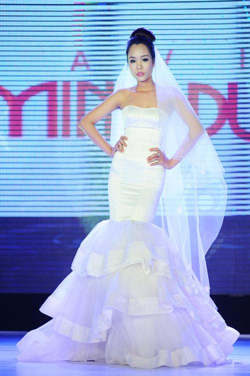 Hà Đăng lộng lẫy trong váy cưới mùa mới - 7