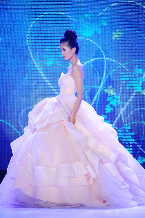 Hà Đăng lộng lẫy trong váy cưới mùa mới - 6