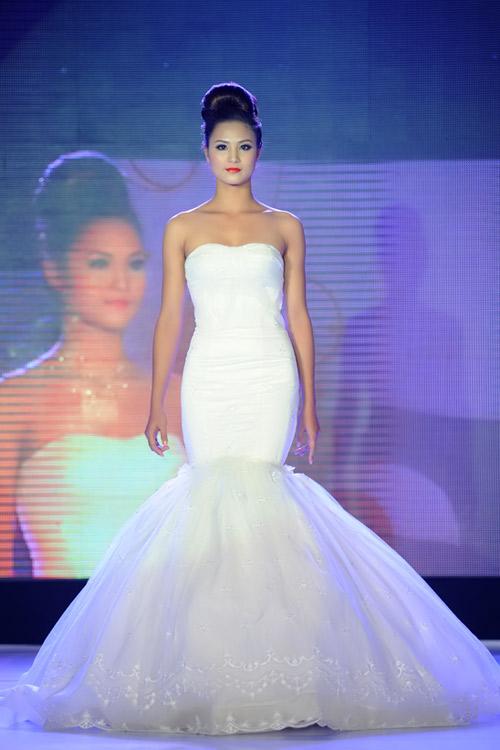 Hà Đăng lộng lẫy trong váy cưới mùa mới - 13