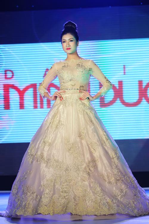 Hà Đăng lộng lẫy trong váy cưới mùa mới - 16