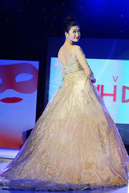Hà Đăng lộng lẫy trong váy cưới mùa mới - 17