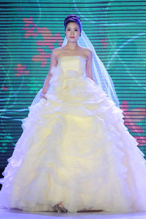 Hà Đăng lộng lẫy trong váy cưới mùa mới - 10