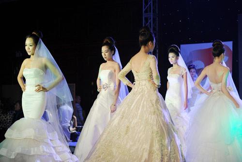 Hà Đăng lộng lẫy trong váy cưới mùa mới - 12