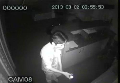 Camera ghi lại cảnh trộm đột nhập nhà giám đốc - 1