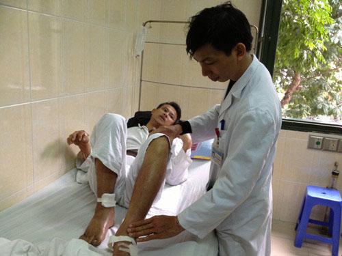 Cắt cụt chân vì đắp lá chữa bệnh khớp - 1