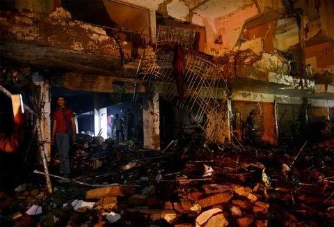Pakistan: Đánh bom đẫm máu, 45 người chết - 1