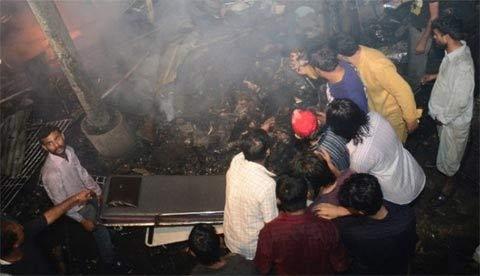 Pakistan: Đánh bom đẫm máu, 45 người chết - 6