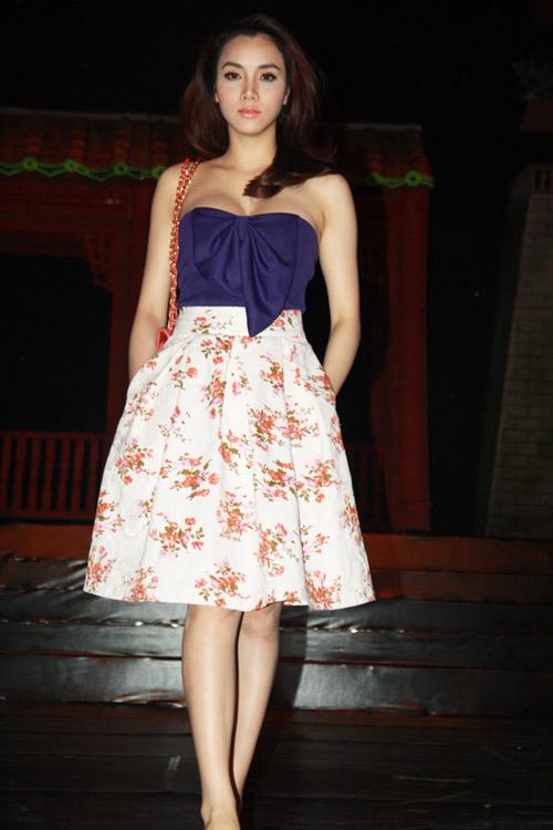 Mỹ nhân Việt, Trung lăng xê mốt váy túi - 17