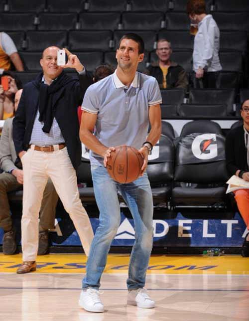 Djokovic ngẫu hứng chơi bóng rổ - 3