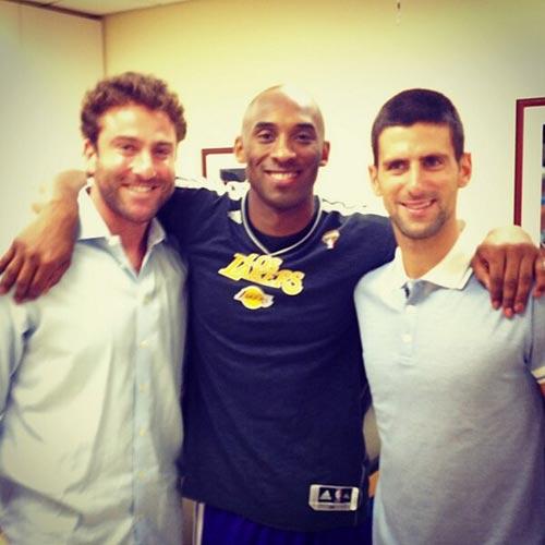 Djokovic ngẫu hứng chơi bóng rổ - 2