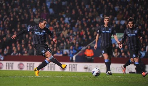 Villa - Man City: Sai lầm chết người - 1