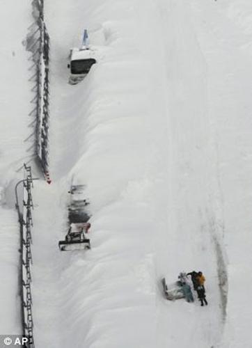Nhật: Ôm con trong bão tuyết, bố chết cóng - 4