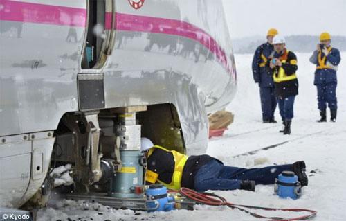 Nhật: Ôm con trong bão tuyết, bố chết cóng - 5