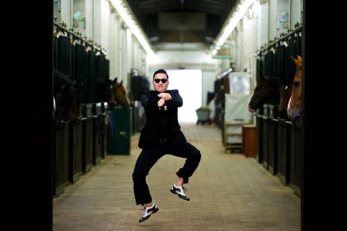 Psy làm lại Gangnam Style - 1