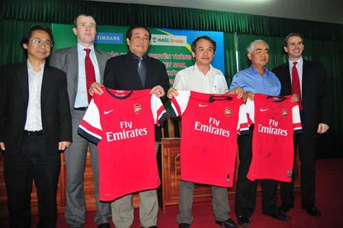 Arsenal sẽ mang đội hình 1 sang Việt Nam - 2