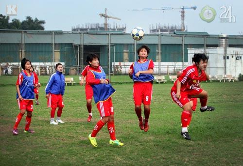 Bóng hồng vất vả nghiệp bóng đá - 11