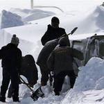 Tin tức trong ngày - Nhật: Ôm con trong bão tuyết, bố chết cóng