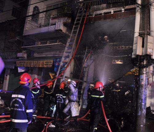 3 người chết cháy trong căn nhà bị khóa trái - 6