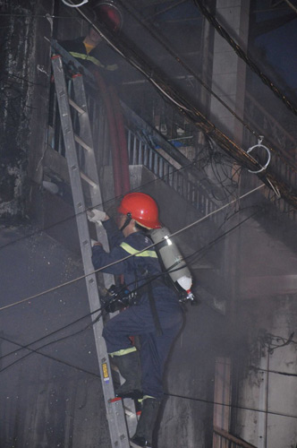 3 người chết cháy trong căn nhà bị khóa trái - 9