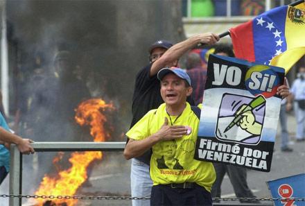Cuộc đời Tổng thống Hugo Chavez qua ảnh - 8