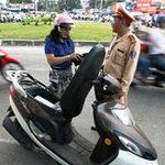 Tin tức trong ngày - Lùi thời hạn phạt xe không chính chủ