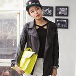 Thời trang - Cùng túi xách màu neon rực rỡ xuống phố
