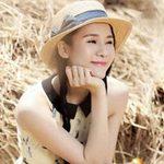 Thời trang - Thái Hà duyên dáng với váy họa tiết