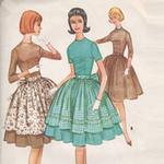 Thời trang - Chọn váy cho nữ công sở vòng 3 quá khổ