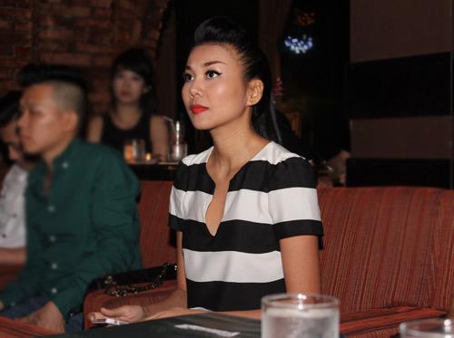 Thanh Hằng giản dị mừng Phương Linh - 1