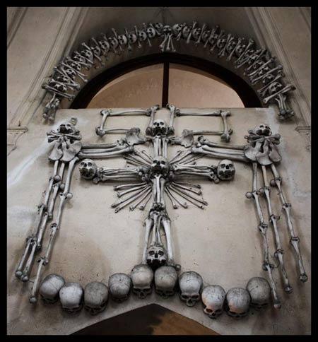 'Lạnh gáy' thăm nhà thờ làm từ xương người - 6
