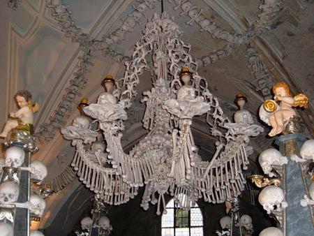 'Lạnh gáy' thăm nhà thờ làm từ xương người - 7