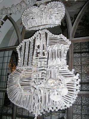 'Lạnh gáy' thăm nhà thờ làm từ xương người - 10