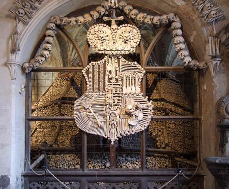 'Lạnh gáy' thăm nhà thờ làm từ xương người - 12
