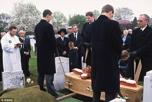 Chuyện về những người bị chôn sống (P.2) - 1