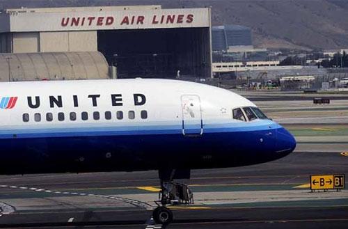 Mỹ: Hoãn giờ bay để khách từ biệt mẹ qua đời - 1