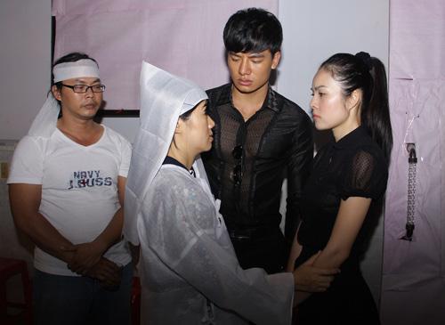 Cẩm Lynh nghẹn ngào tiễn đạo diễn bạc mệnh - 5
