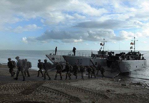Quân Pháp đổ bộ đất Anh sau hơn 200 năm - 2