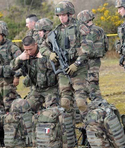Quân Pháp đổ bộ đất Anh sau hơn 200 năm - 7